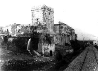 Acquedolci - Il castello con torre annessa nel suo antico splendore -  -