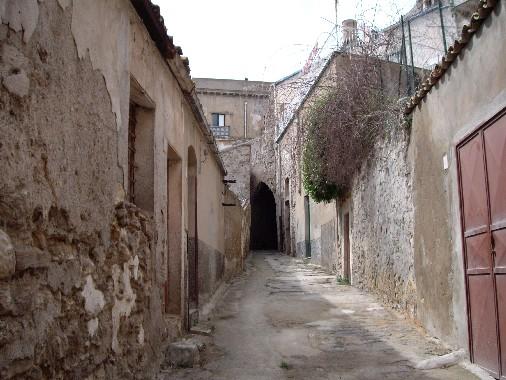 Siculiana - La via che porta sotto l�Arco -  - Foto inviata da Jerry Messina