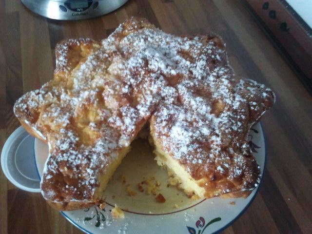 Torta di mele con spruzzata di arancia e cannella